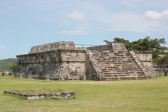 Xochicalco tempel av den befjädrade ormen Quetzalcoatl Royaltyfri Bild