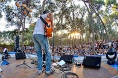 Xoel Lopez (musiker) i en utomhus- konsert på Vida Festival royaltyfri fotografi