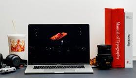 Xr för Apple lanseringsiPhone presentation av Phil Schiller arkivfoto