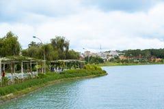 Xuan Huong湖的Bich Cau庭院在大叻,越南 免版税库存图片