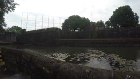 XVI век Intramuros огороженный пруд воды двора городского суда видеоматериал