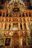 XVII eeuwiconostasis in de kathedraal van de Drievuldigheid stock foto's