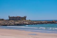xvii wiek fort w Porto, Portugalia znać jako Castelo robi Queijo Przeglądać nad plażą obraz stock