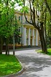 XVIII世纪州长宫殿在爱国战争的英雄公园1812,维帖布斯克,白俄罗斯 免版税库存照片
