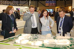 XX圣彼得堡国际经济论坛(SPIEF 2016年俄罗斯) 访客、论坛的客人和参加者 库存图片