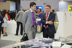 XX圣彼得堡国际经济论坛(SPIEF 2016年俄罗斯) 访客、论坛的客人和参加者 库存照片