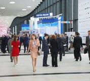 XX圣彼得堡国际经济论坛(SPIEF 2016年俄罗斯) 访客、论坛的客人和参加者 免版税库存照片