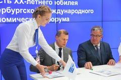 XX Świątobliwy Petersburg międzynarodowy ekonomiczny forum dostać jego znaczek pocztowego (SPIEF 2016 Rosja) Fotografia Stock