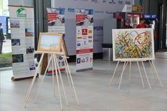 XX foro económico internacional de St Petersburg (SPIEF Rusia 2016) Exposición de pinturas de Fyodor Konyukhov Fotos de archivo libres de regalías