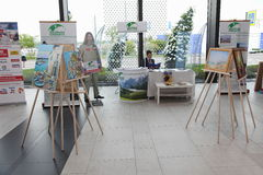 XX forum économique international de St Petersbourg (SPIEF Russie 2016) Exposition des peintures par Fyodor Konyukhov Photographie stock libre de droits
