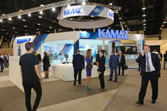 XX forum économique international de St Petersbourg (SPIEF Russie 2016) souci KAMAZ de support du forum Images libres de droits