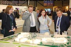 XX St Petersburg internationellt ekonomiskt forum (SPIEF Ryssland 2016) besökare, gäster och deltagare av forumet Arkivbilder