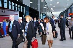 XX St Petersburg internationellt ekonomiskt forum (SPIEF Ryssland 2016) besökare, gäster och deltagare av forumet Royaltyfria Bilder