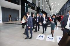 XX St Petersburg internationellt ekonomiskt forum (SPIEF Ryssland 2016) besökare, gäster och deltagare av forumet Arkivfoton
