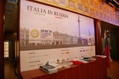 XX St Petersburg internationellt ekonomiskt forum (SPIEF Ryssland 2016) I paviljongen Italien Arkivbild