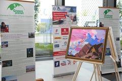 XX St Petersburg internationellt ekonomiskt forum (SPIEF Ryssland 2016) Utställning av målningar av Fyodor Konyukhov Royaltyfri Fotografi