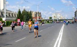 XXII西伯利亚国际马拉松,鄂木斯克,俄罗斯 06 08 2011年 免版税图库摄影