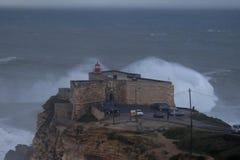 XXL-Welle Praia tun Norte Nazare Portugal Stockfotos