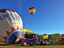 XXVII recolhimento do International de balões de ar quente em Mondovi Fotografia de Stock Royalty Free