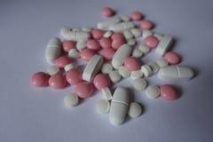 Xylitol, calciumcitraat en vitaminek2 tabletten stock afbeeldingen