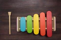 Xylophone σε ένα ξύλινο υπόβαθρο Στοκ εικόνα με δικαίωμα ελεύθερης χρήσης