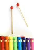 Xylophone colorido, de madeira com malho Fotos de Stock
