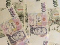 1000 y 2000 billetes de banco checos de la corona Fotos de archivo libres de regalías