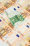 50 y 100 billetes de banco euro Foto de archivo