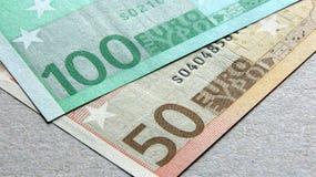 50 y 100 billetes de banco euro Imagen de archivo libre de regalías
