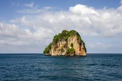 y coloque a Rocky Mountain inmóvil PHI PHI Island Phuket Fotos de archivo libres de regalías