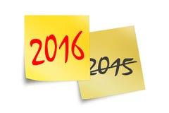 2016 y 2015 escritos en notas pegajosas amarillas Fotografía de archivo libre de regalías
