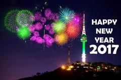 y fuego artificial y Feliz Año Nuevo Imagen de archivo libre de regalías