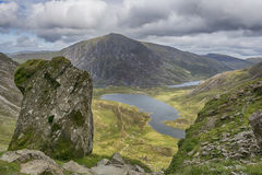 Y Garn Snowdonia北部威尔士英国的步行 库存图片