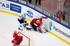 Y Pautov 81 et P Akolzin 27 tombent vers le bas Images libres de droits