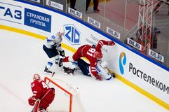 Y Pautov 81 und P Akolzin 27 fallen unten Lizenzfreie Stockbilder