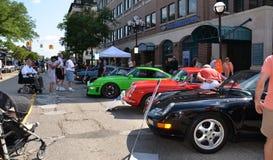 1996, 1964, y 1995 Porsche en la escultura del balanceo muestran 2013 Fotos de archivo
