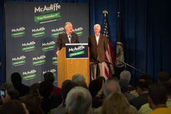 Były Prezydent Bill Clinton i kandydat dla gubernatora dla stanu Virginia, Terry McAuliffe Fotografia Stock