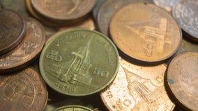 50 y 25 Satang0 tailandeses de las monedas, 5 y 0 Baht 25 Imagen de archivo libre de regalías