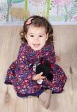 1 y un medio bebé año interior Foto de archivo