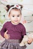1 y un medio bebé año interior Fotos de archivo libres de regalías