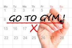 y x22; Vaya al gym& x22; recordatorio en el calendario fotos de archivo libres de regalías