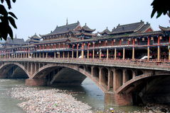 Ya'an, China: Ponte velha de Ya'an Fotos de Stock Royalty Free