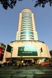 Ya'an Kina-YU DU Hotell under solen Royaltyfri Fotografi