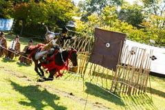 Yabusame - a caballo tiro al arco en Kyoto, Japón Imagenes de archivo