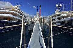 Yachs de Lluxury au port du Monaco Photographie stock