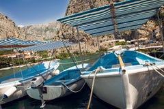 Yacht in acqua calma fotografia stock libera da diritti