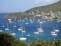 Yacht all'ancora nella baia di Ministero della marina Immagine Stock Libera da Diritti
