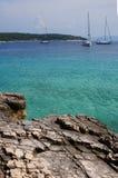 Yacht all'ancoraggio, Brac, Croatia Immagine Stock Libera da Diritti