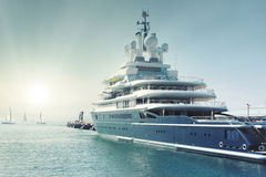 Yacht alla baia Immagine Stock Libera da Diritti