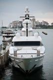 Yacht alla spiaggia del sud Immagine Stock